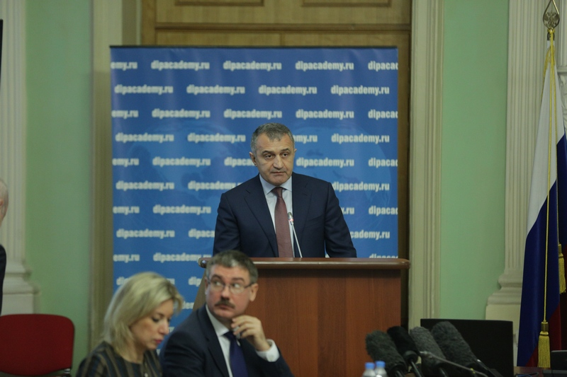 Анатолий Бибилов: «Реакция Виталия Чуркина на нападки оппонентов была глубоко аргументированной»