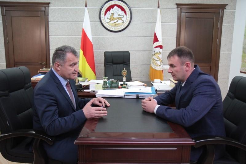Анатолий Бибилов назначил на должность Главы Ленингорского района Виталия Мамитова