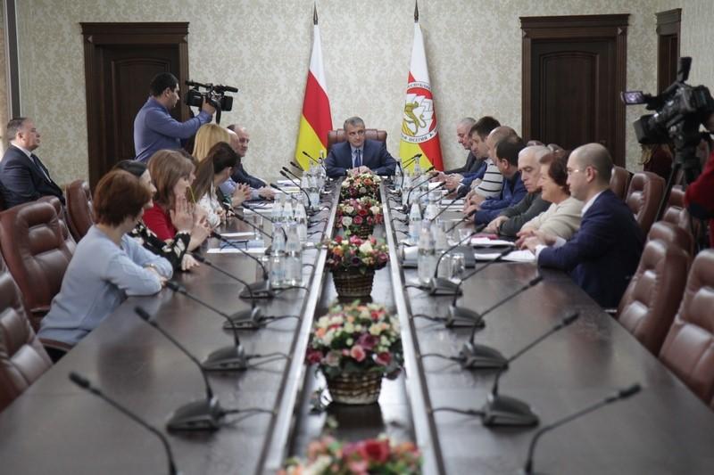 Встреча с членами Жилищной комиссии по вопросам распределения квартир