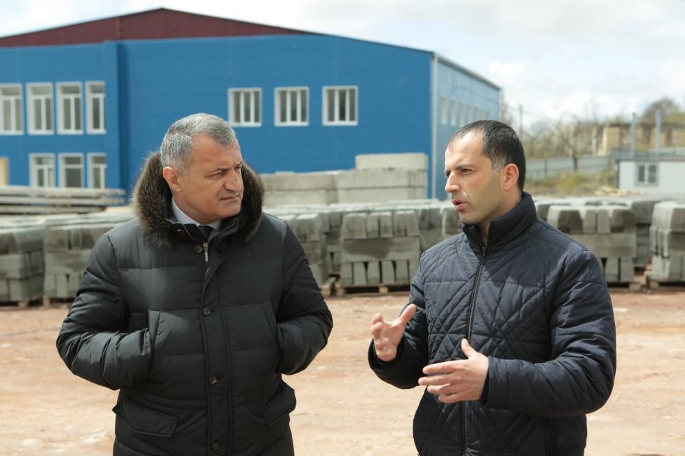 Анатолий Бибилов посетил Завод строительных изделий