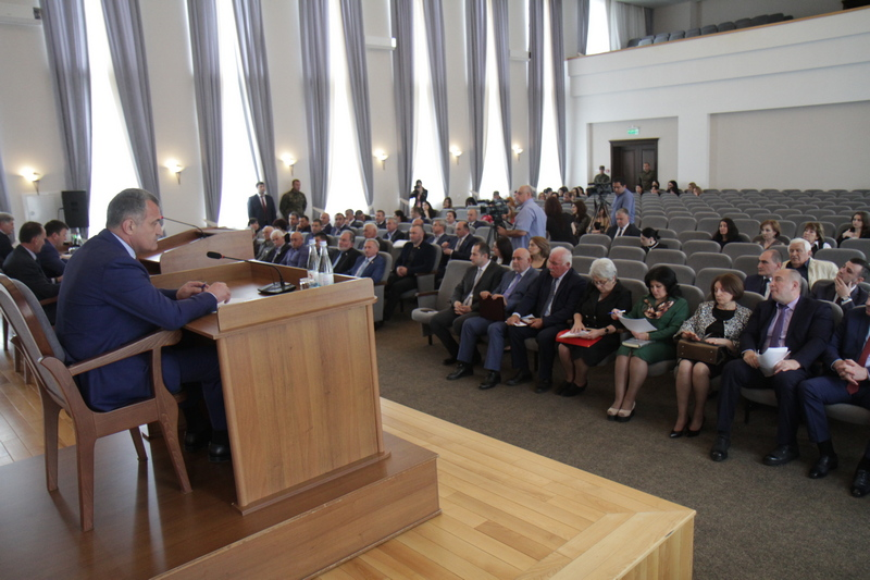 Анатолий Бибилов принял участие в работе последней сессии Парламента Республики Южная Осетия VI созыва