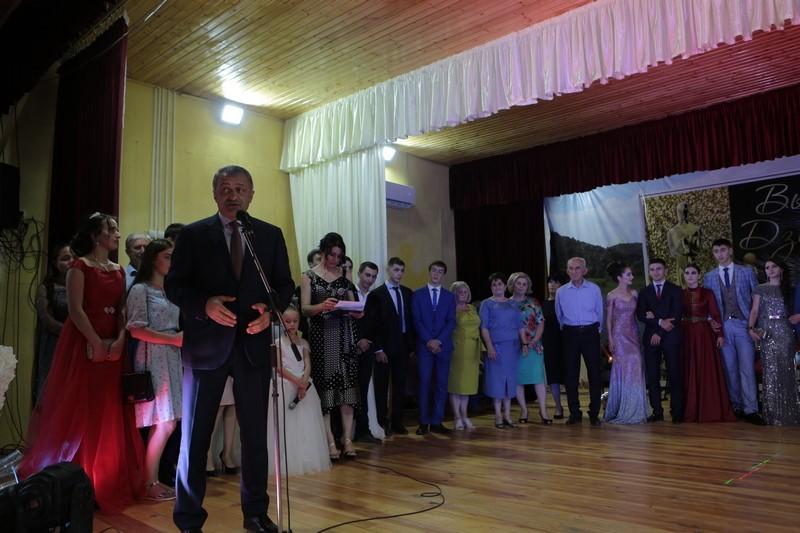 Анатолий Бибилов выпускникам Дзауского района: «Добро пожаловать во взрослую жизнь!»