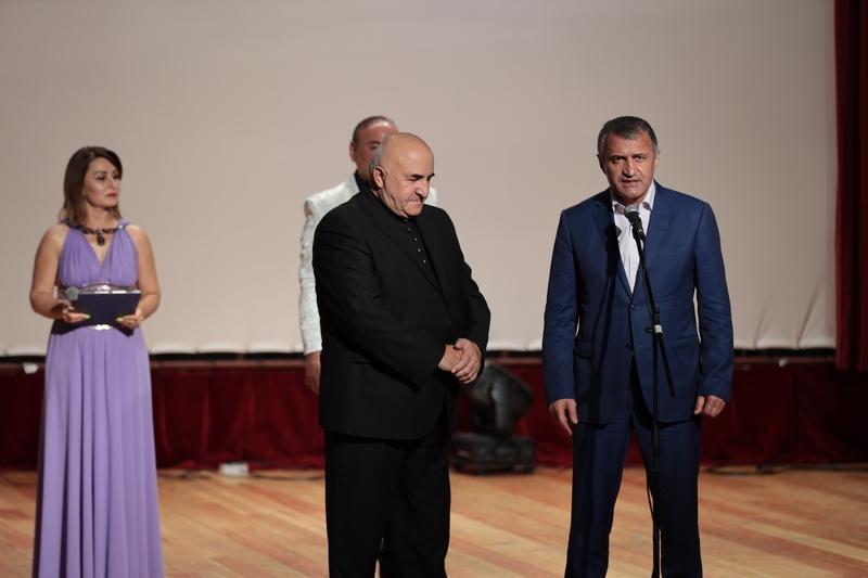 Анатолий Бибилов посетил концерт, приуроченный к 11-й годовщине признания Российской Федерацией независимости Республики Южная Осетия