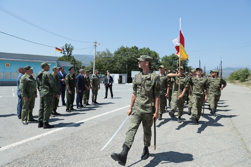 Анатолий Бибилов посетил учения Министерства обороны с участием резервистов и российских военных