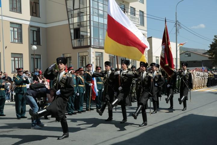 Военный парад в честь празднования 29-й годовщины Республики Южная Осетия