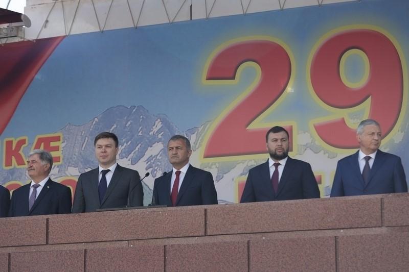 Выступление на военном параде в честь празднования 29-й годовщины Республики Южная Осетия