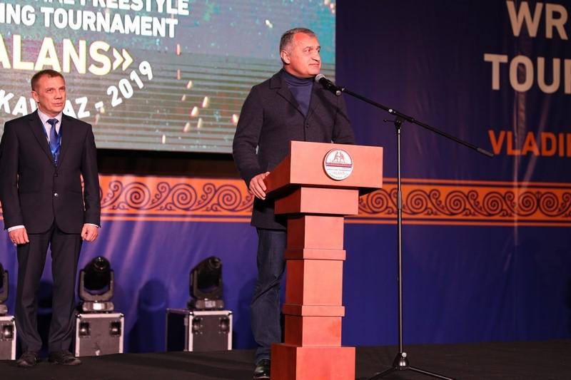 Анатолий Бибилов посетил церемонию открытия Международного турнира по вольной борьбе «Аланы»