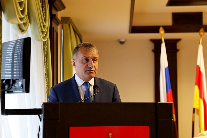 Анатолий Бибилов принял участие в отчетном собрании Пограничного управления ФСБ России в Южной Осетии