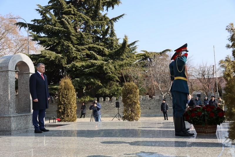 Анатолий Бибилов почтил память защитников Отечества