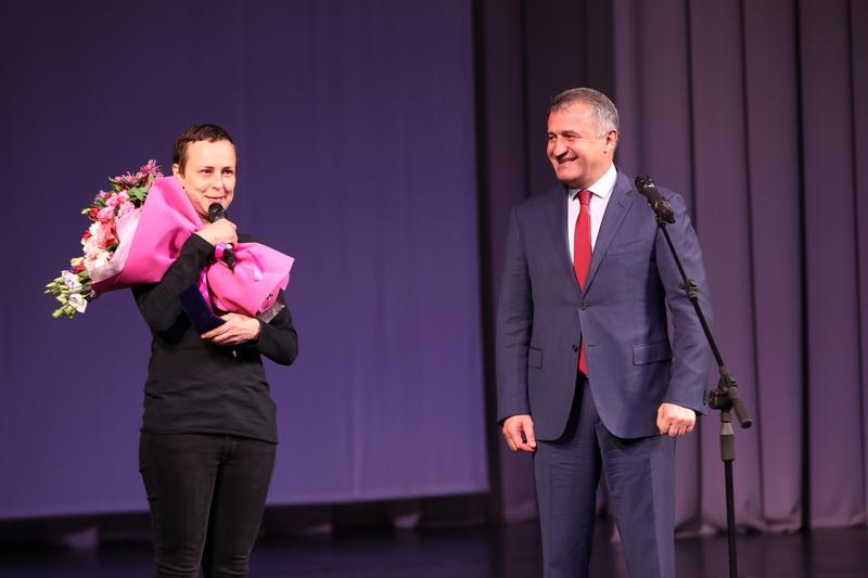 Анатолий Бибилов посетил концерт российской рок-певицы Юлии Чичериной