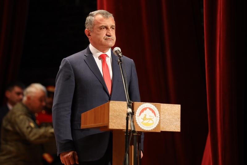 Анатолий Бибилов: «Мы вправе гордиться доблестными защитниками Отечества старшего и нынешнего поколений»