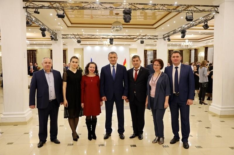 Анатолий Бибилов посетил торжественный прием по случаю празднования Дня дипломатического работника Российской Федерации