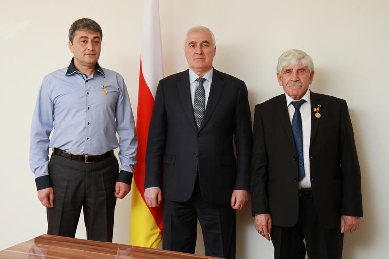 Встреча с выдающимися художниками Южной и Северной Осетии Магрезом Келехсаевым и Аркадием Кумаритовым