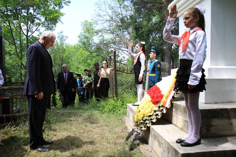 95-летняя годовщина расстрела 13 коммунаров