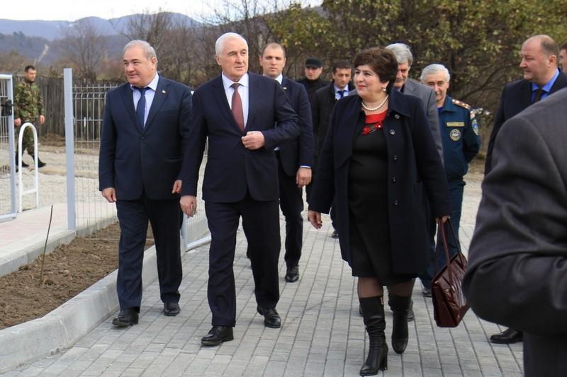 Церемония открытия средней общеобразовательной школы в селе Корнис Знаурского района (часть I)