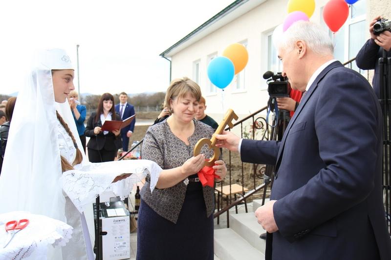 Церемония открытия средней общеобразовательной школы в селе Корнис Знаурского района (часть II)
