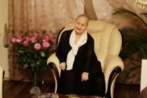 1. Леонид Тибилов поздравил Людмилу Галаванову с 80-летним юбилеем