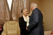 2. Леонид Тибилов поздравил Людмилу Галаванову с 80-летним юбилеем