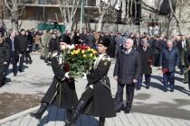 2. Церемония возложения венков и цветов к памятникам защитникам Отечества (часть I)