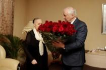 3. Леонид Тибилов поздравил Людмилу Галаванову с 80-летним юбилеем