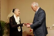 6. Леонид Тибилов поздравил Людмилу Галаванову с 80-летним юбилеем
