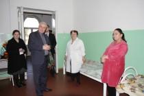 2. Поздравление с Международным женским днем рожениц и персонал Цхинвальского родильного дома