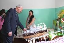 3. Поздравление с Международным женским днем рожениц и персонал Цхинвальского родильного дома
