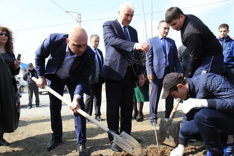 Леонид Тибилов: «Береза – символ дружбы между российским и югоосетинским народами»