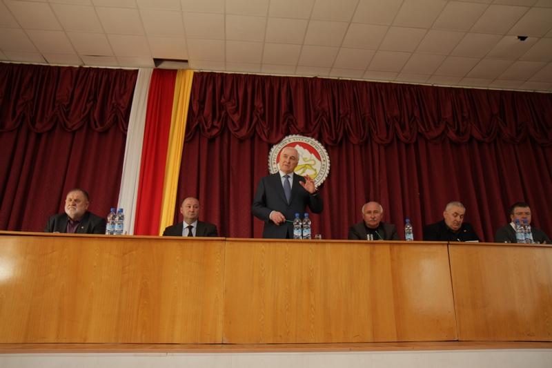 Леонид Тибилов: «Дальнейшее развитие республики зависит от грамотно проведенных выборов»