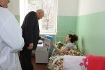 4. Поздравление с Международным женским днем рожениц и персонал Цхинвальского родильного дома