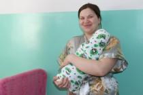 5. Поздравление с Международным женским днем рожениц и персонал Цхинвальского родильного дома