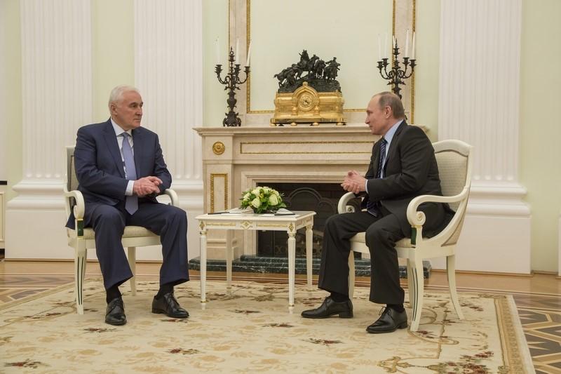 Владимир Путин: «Желаю Вам удачи на президентских выборах»