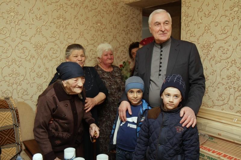 Леонид Тибилов поздравил долгожительниц Цхинвала с Международным женским днем