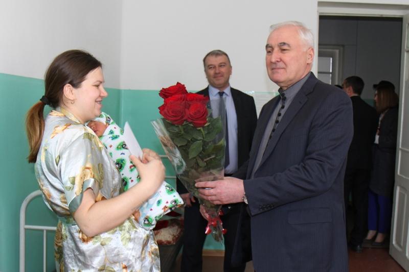 Леонид Тибилов посетил Цхинвальский родильный дом
