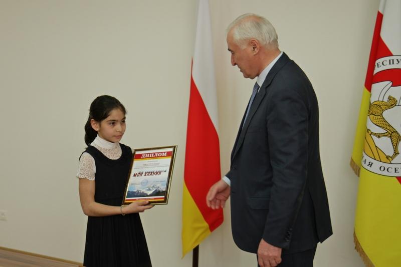 Леонид Тибилов наградил победителей Республиканского конкурса «Моя Алания»