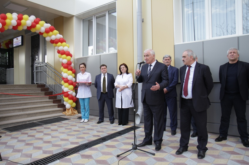 Леонид Тибилов принял участие в церемонии открытия Республиканской детской больницы