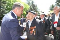 4. Возложение Гирлянды Славы к обелиску на Аллее Славы