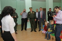 9. Анатолий Бибилов поздравил российских военнослужащих с открытием детского сада