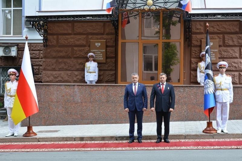 Республика Южная Осетия и Донецкая Народная Республика подписали Договор о дружбе, сотрудничестве и взаимной помощи