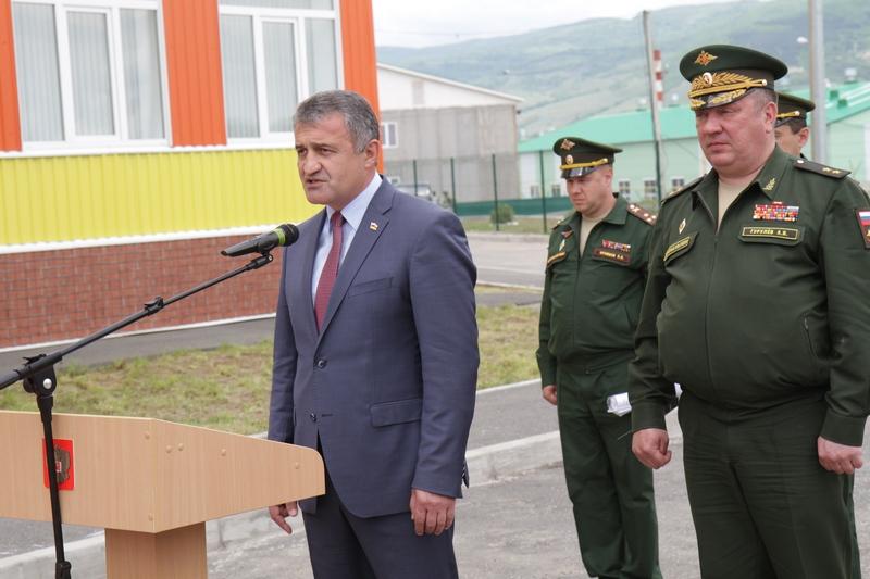 Анатолий Бибилов поздравил российских военнослужащих с открытием детского сада