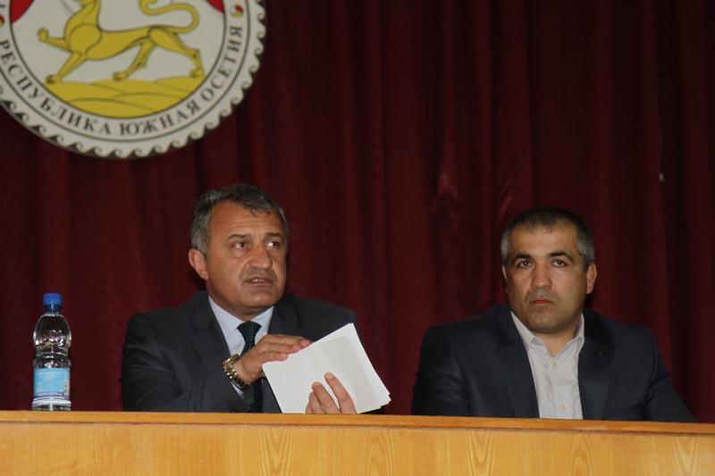 Анатолий Бибилов представил Главу Администрации Знаурского района