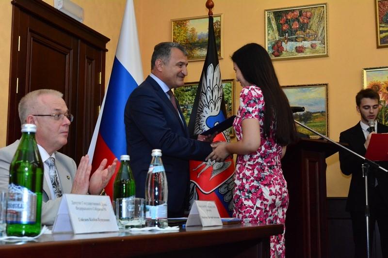 Церемония вручения дипломов Российской Федерации медикам Донецкой Народной Республики