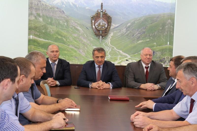 Анатолий Бибилов представил коллективу Комитета государственной безопасности нового руководителя