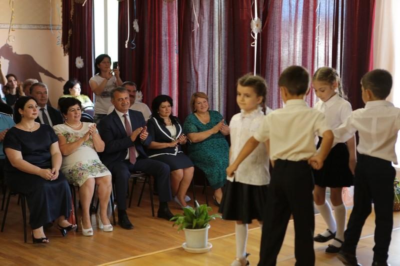 Анатолий Бибилов посетил праздник в Цхинвальском детском саду №1 «Хуры тын»