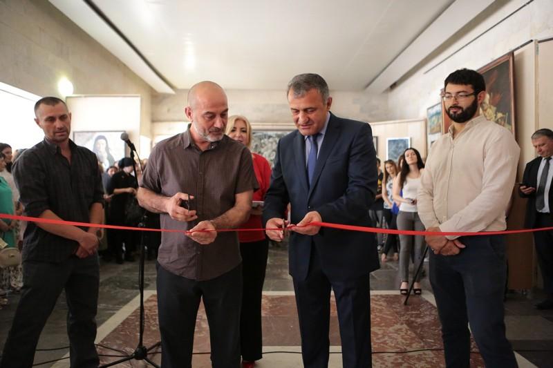 Анатолий Бибилов посетил выставку «Памяти предков»