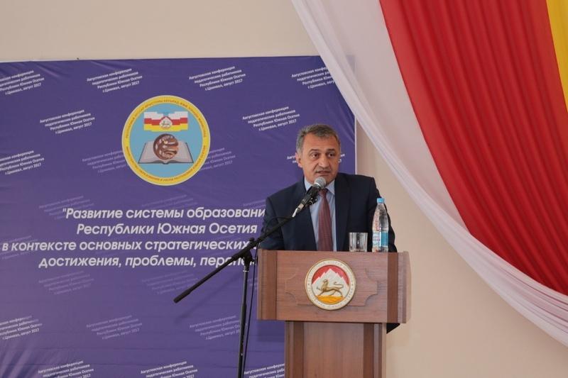 Анатолий Бибилов: «Родители и учителя должны сообща работать над воспитанием детей»