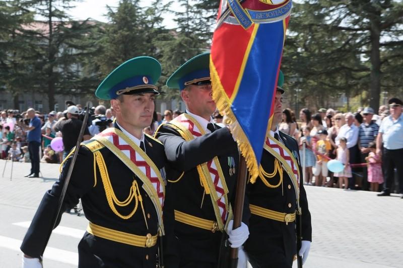 Военный парад в честь празднования 27-й годовщины Республики Южная Осетия
