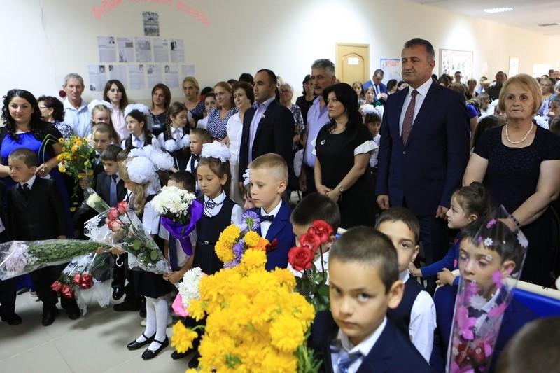 День знаний в средней школе г. Квайса Дзауского района