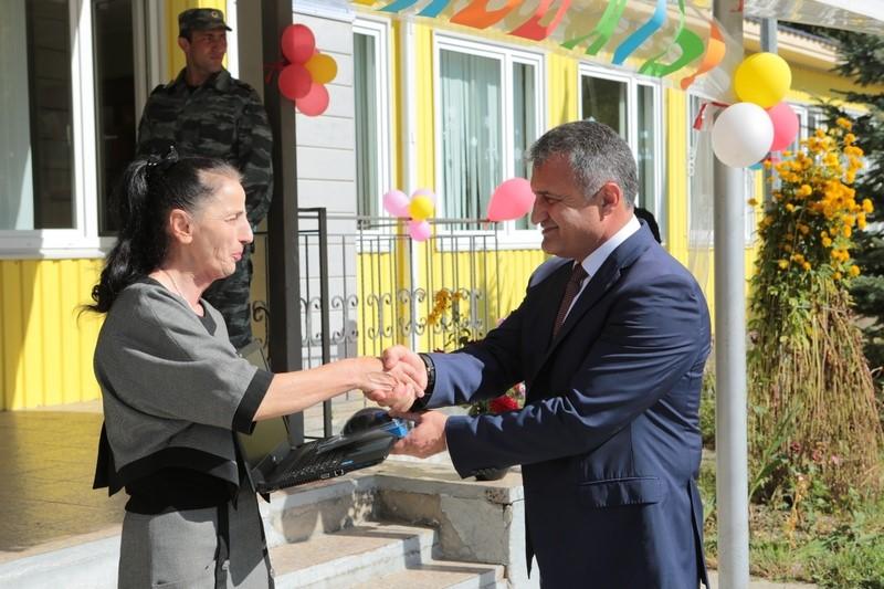 День знаний в средней школе с. Киров Дзауского района