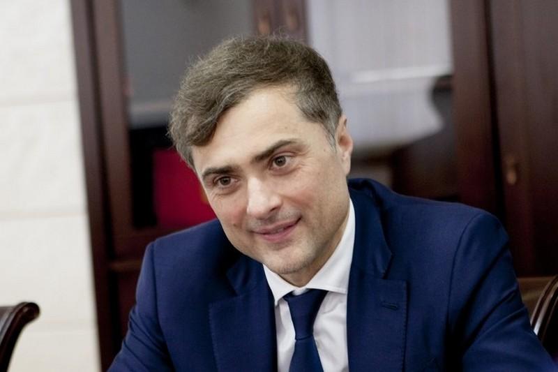 Анатолий Бибилов поздравил Владислава Суркова с Днем рождения